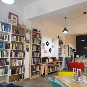 Toma nota de las librerías cafeterías en Canarias más molonas